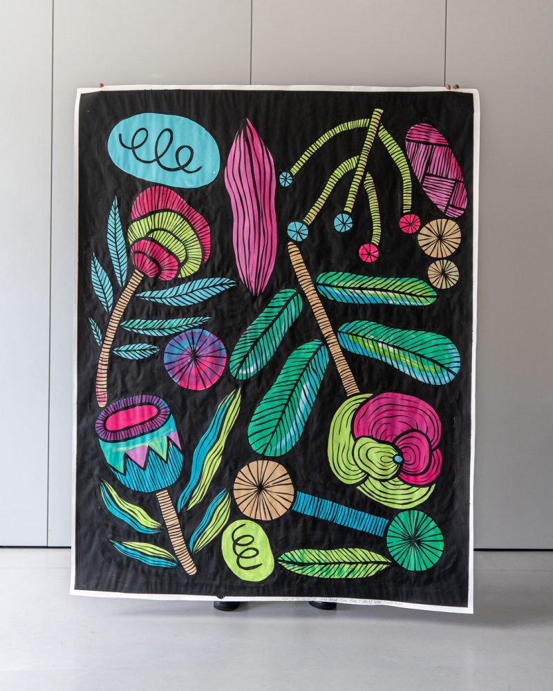 Peinture acrylique noir et couleurs avec motifs végétaux réalisée par Cécile Jaillard pendant un workshop avec le centre social Rosa Parks, Paris 19e.